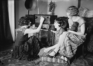 Brox Sisters, Radio Teddy Bear